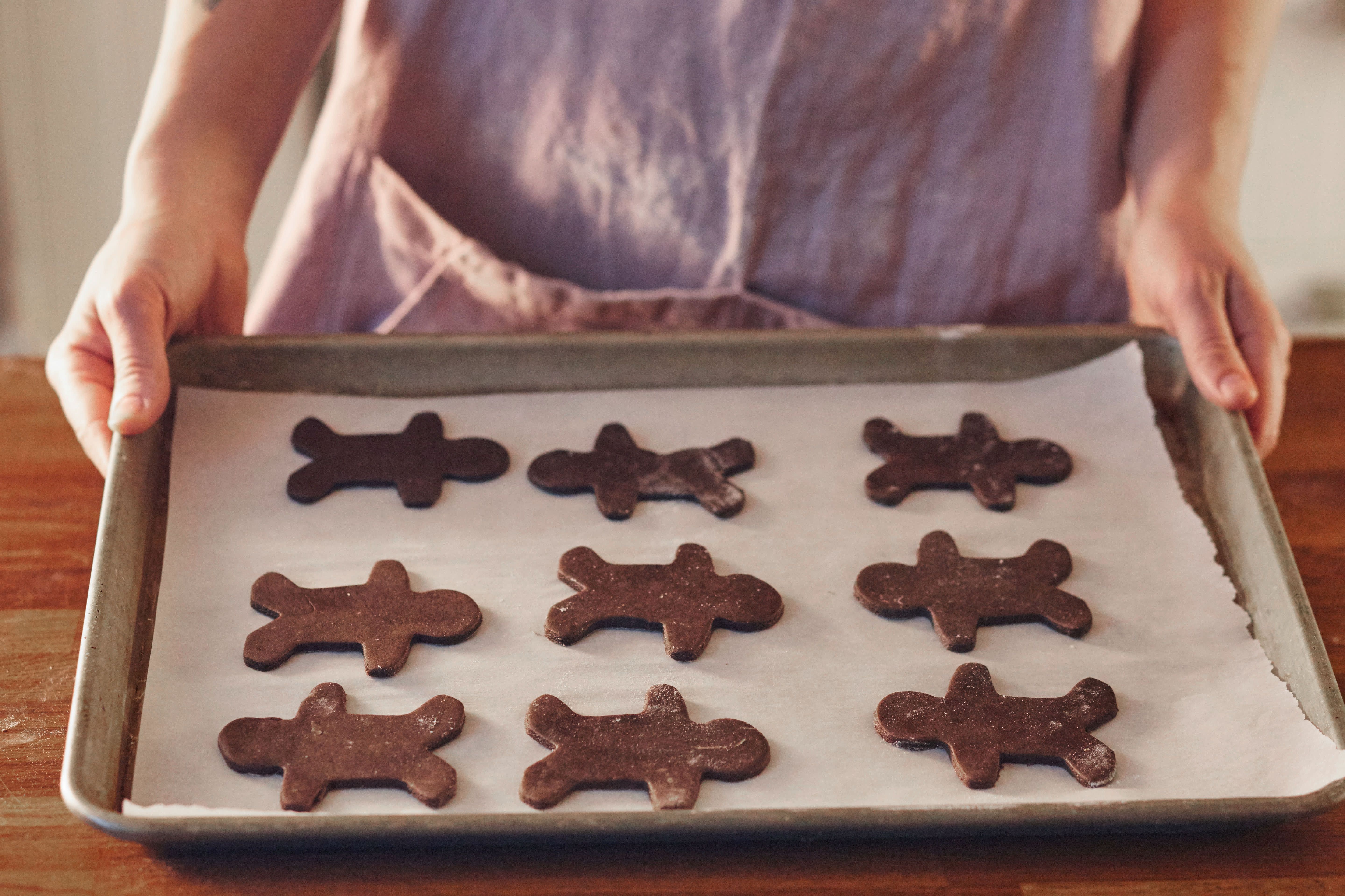 How To Make Gingerbread Cookies: gallery image 8