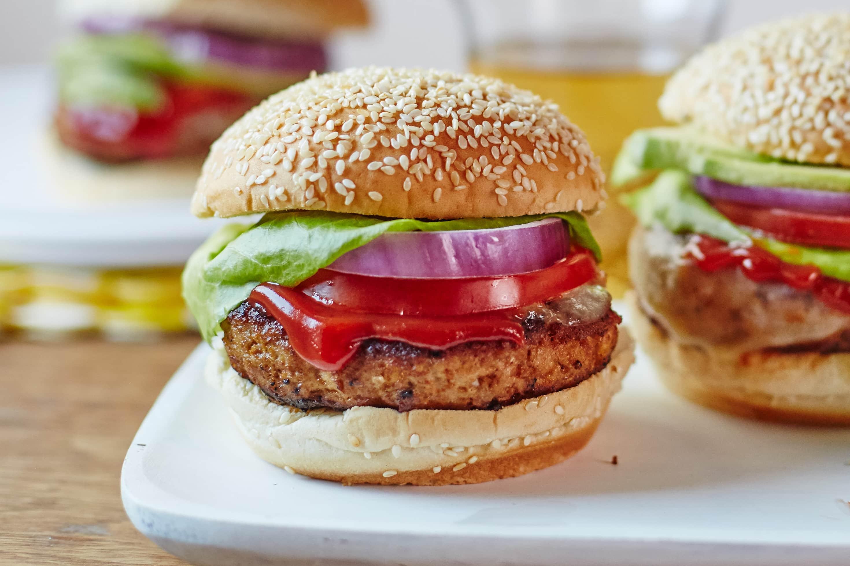 How To Make Juicy Turkey Burgers: gallery image 8