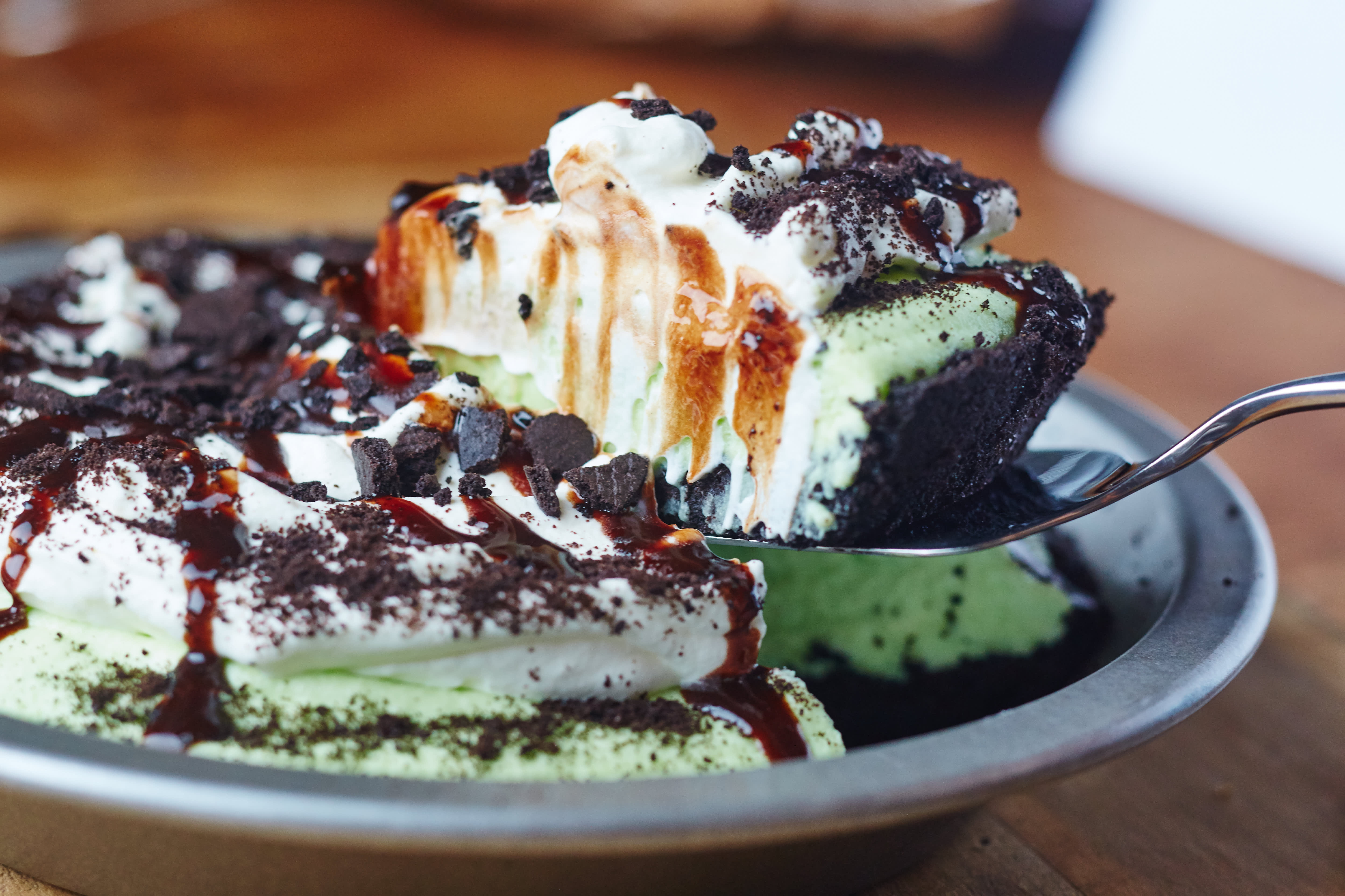 How To Make Classic Grasshopper Pie: gallery image 9