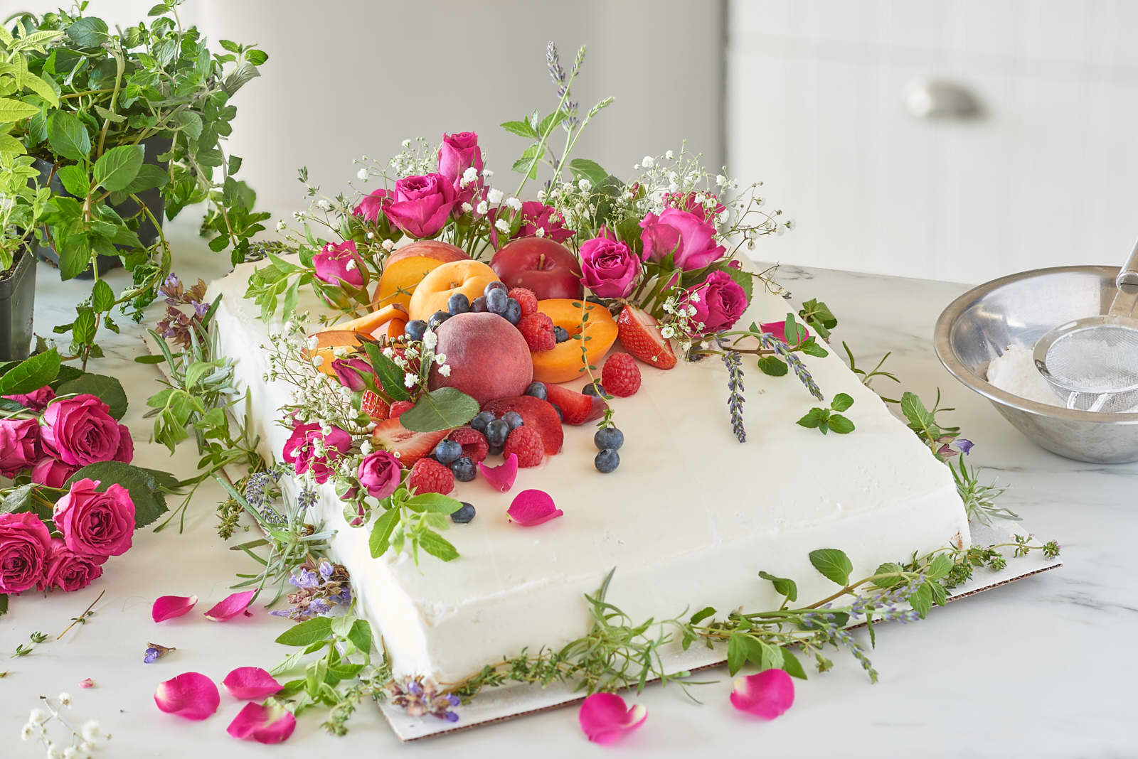 3 Ways To Turn A Grocery Store Cake Into A Wedding Cake