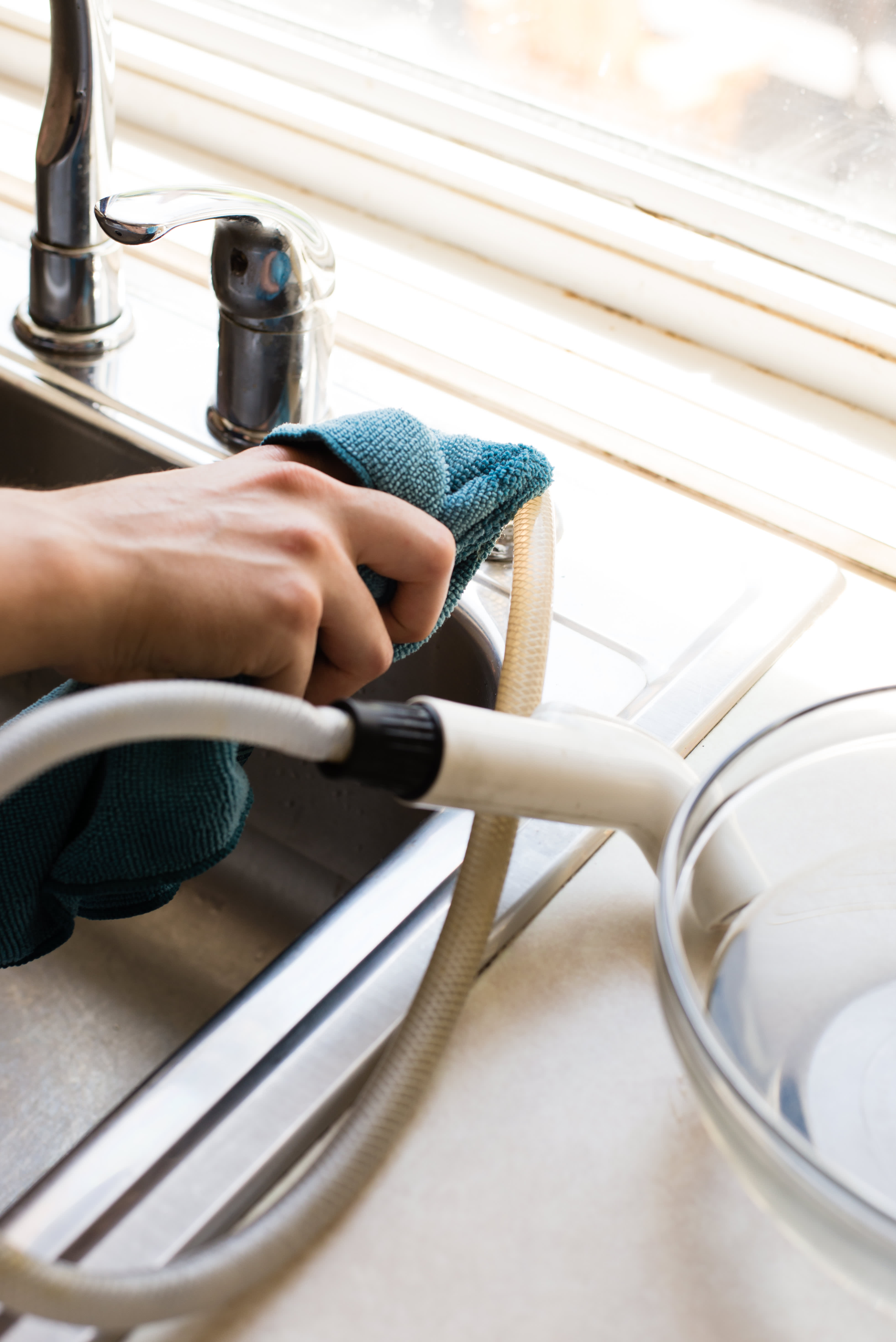 How To Clean Your Kitchen Sink Sprayer: gallery image 3