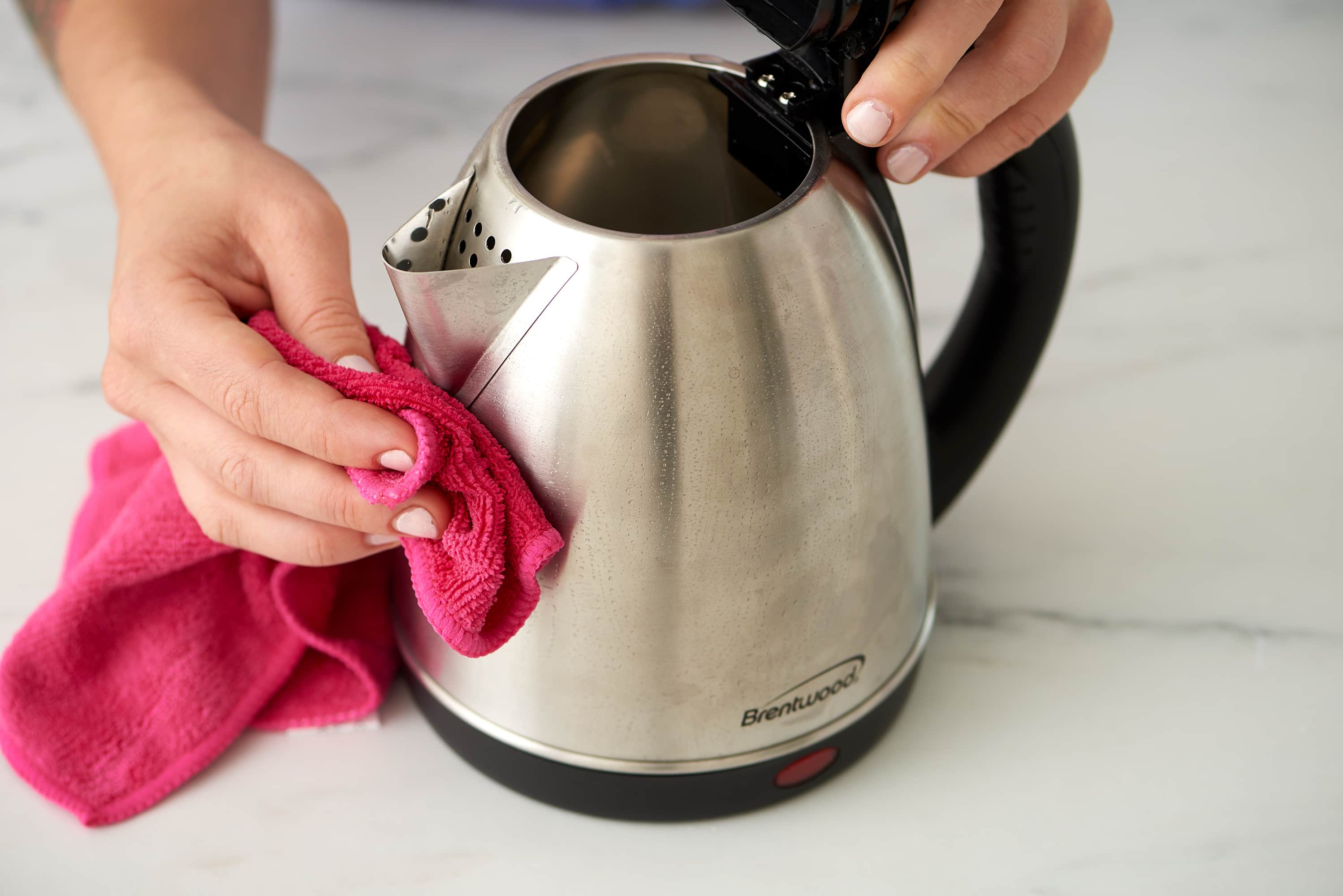 How To Clean an Electric Kettle: gallery image 4