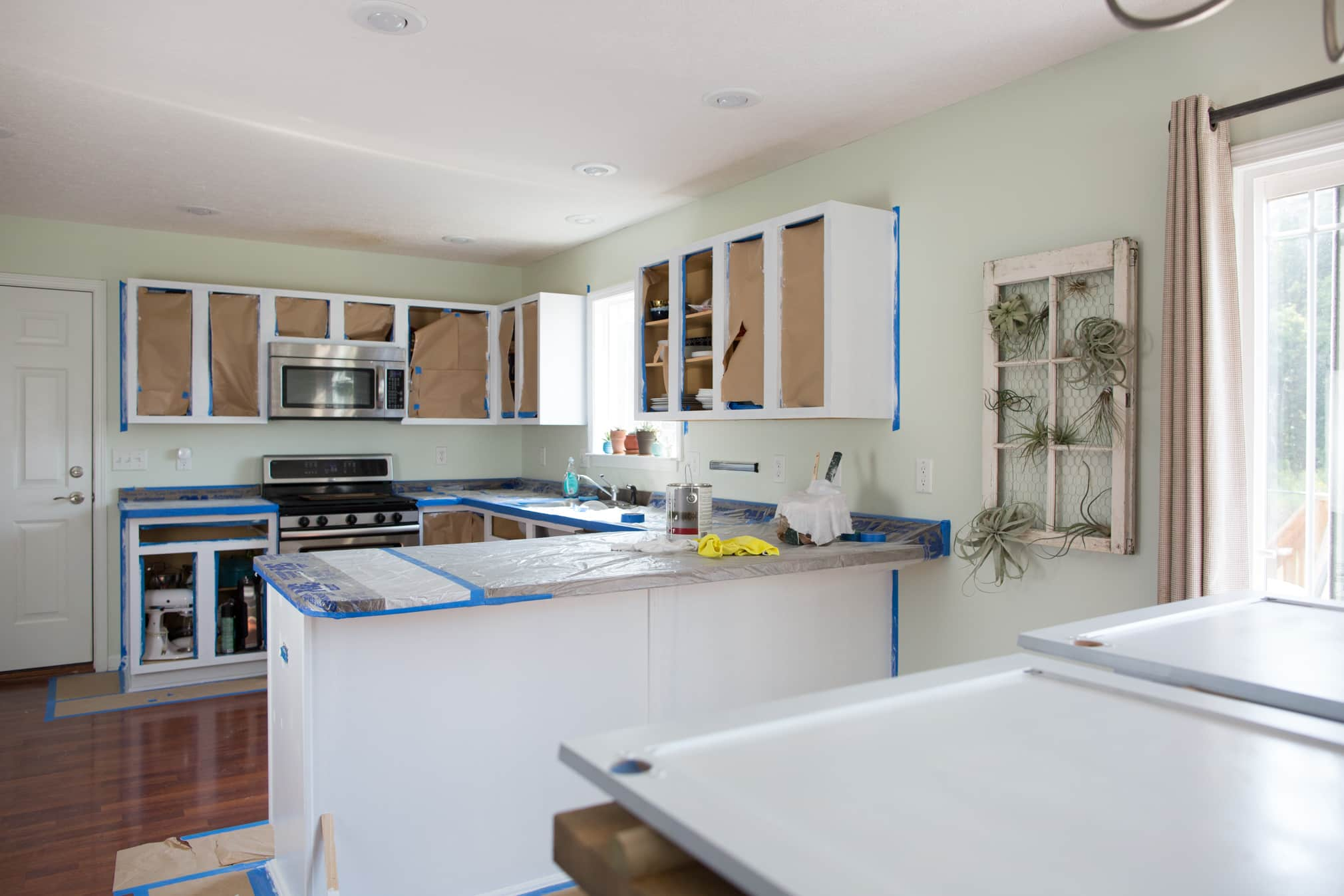 here s what it costs to paint kitchen cabinets and to have them painted by someone else kitchn. Black Bedroom Furniture Sets. Home Design Ideas