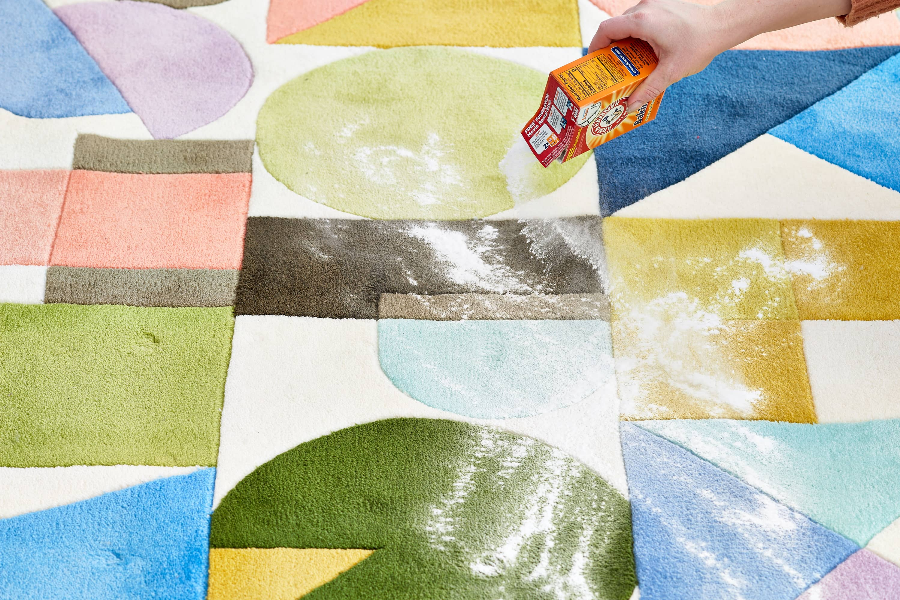 How To Deodorize Your Carpet Naturally with Baking Soda: gallery image 2