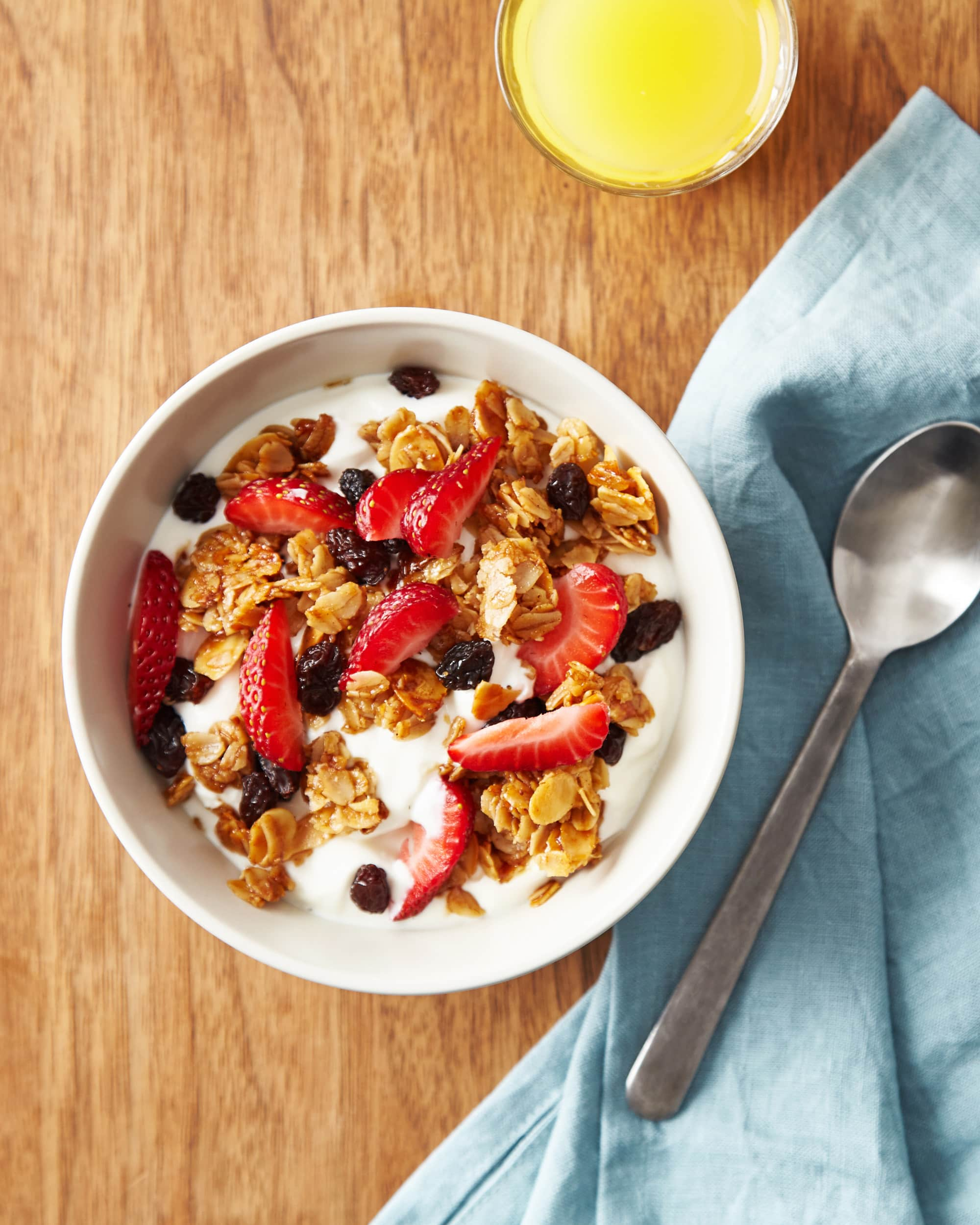 How To Make Easy Homemade Granola: gallery image 1