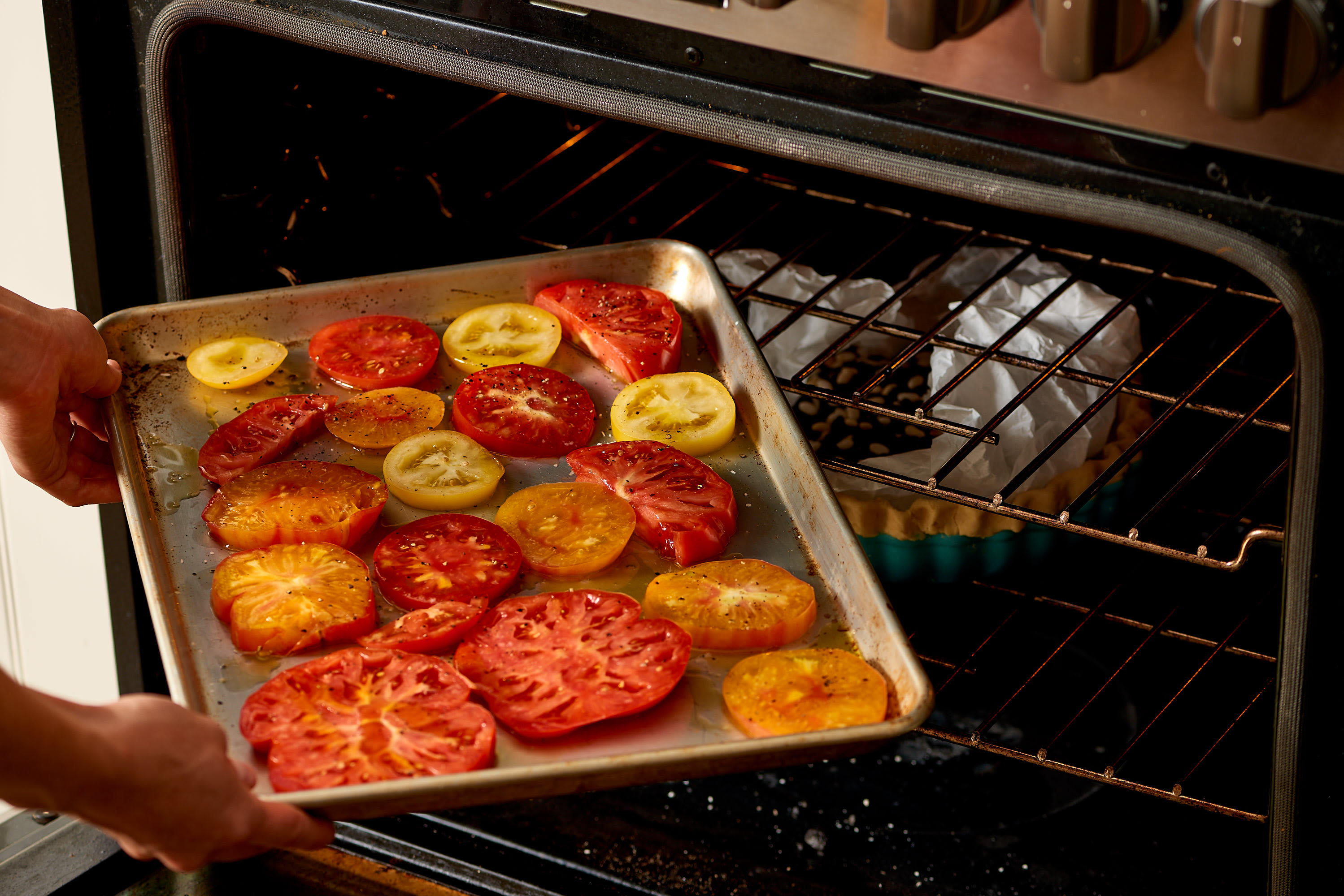 How To Make Easy Tomato Pie: gallery image 5