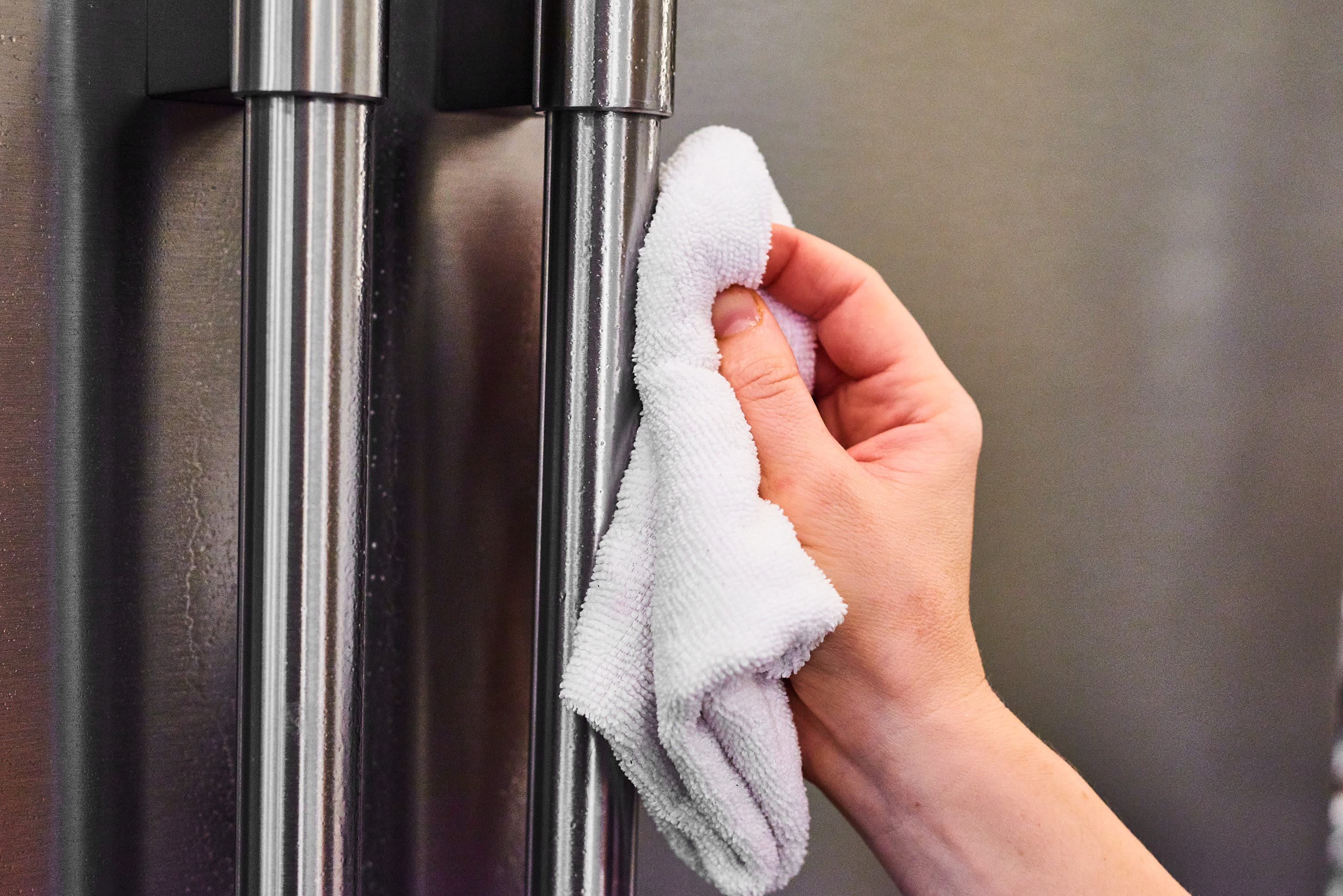 How To Properly Wipe Down Your Germy Appliance Handles: gallery image 2
