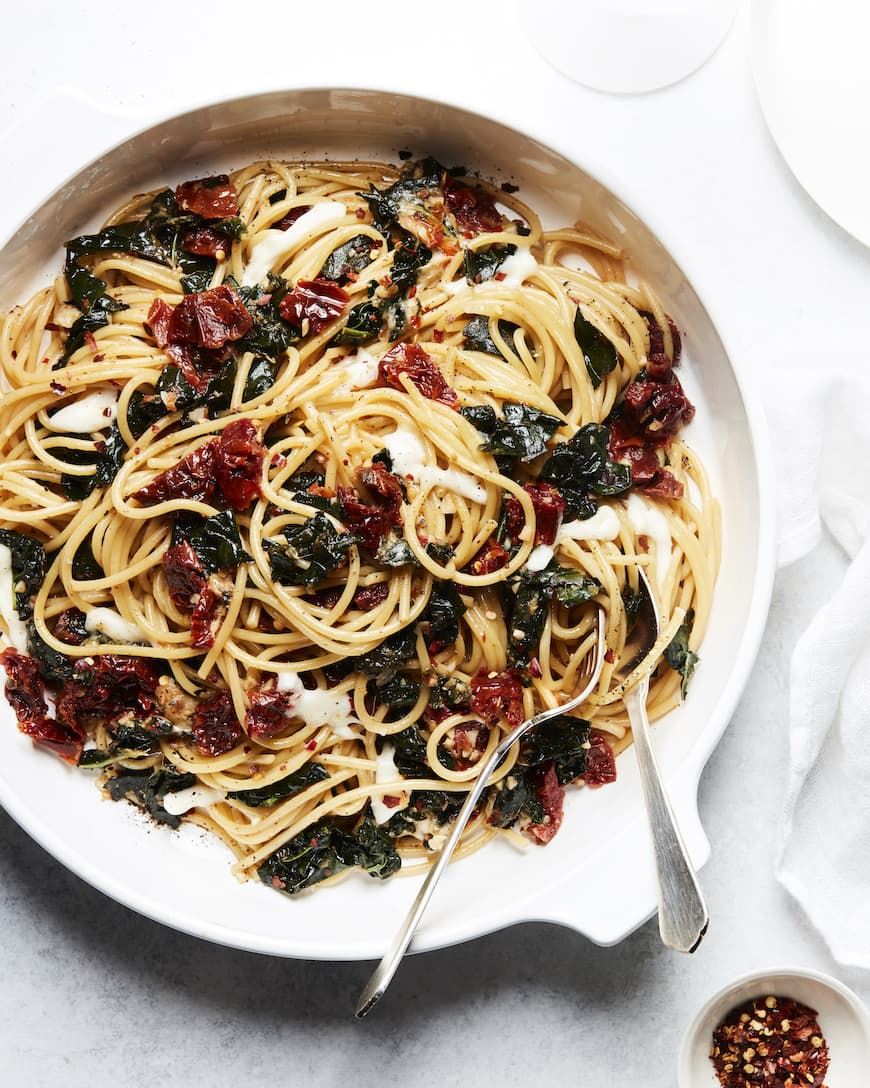 This Garlicky Sun-Dried Tomato Pasta Is a Weeknight Favorite