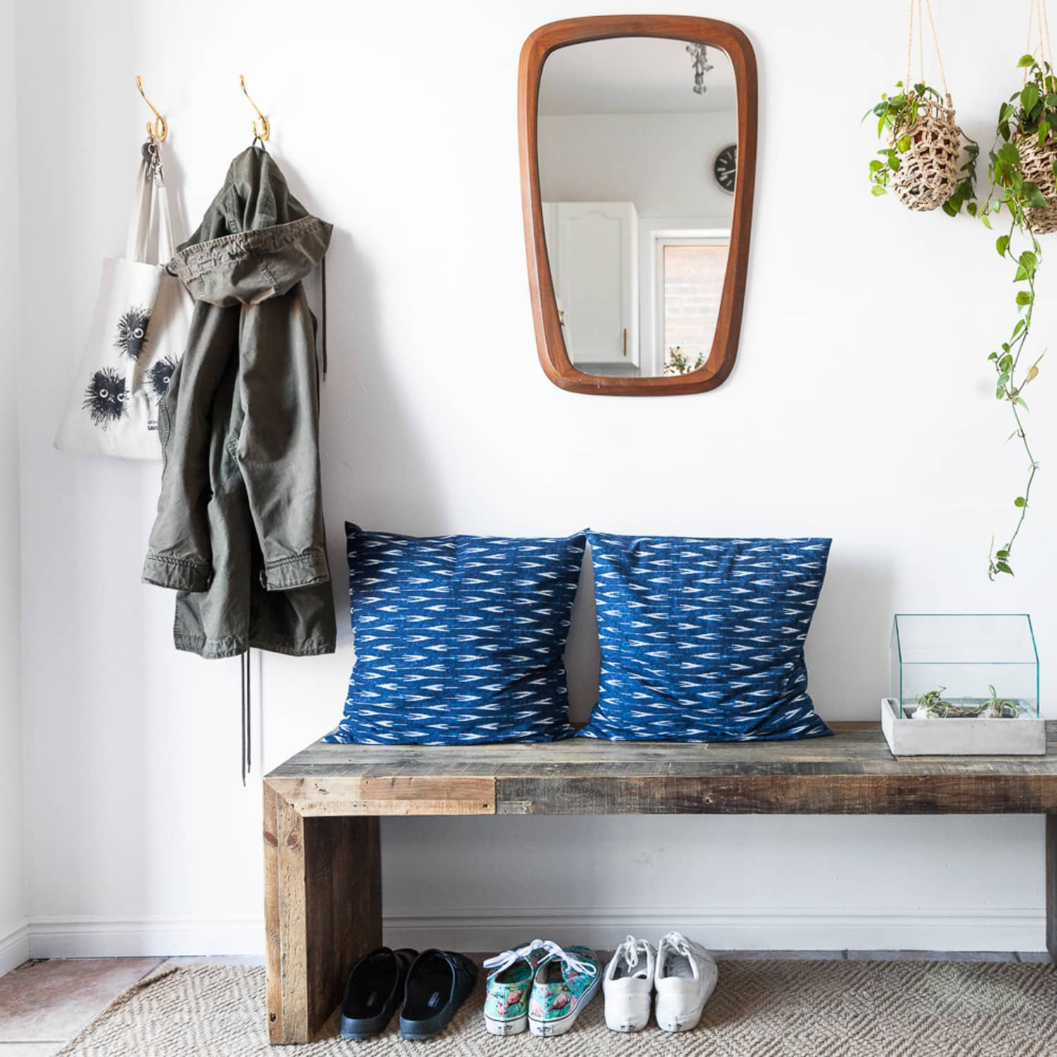 Small Space Entryway Ideas - How to Design a Tiny Entry ...