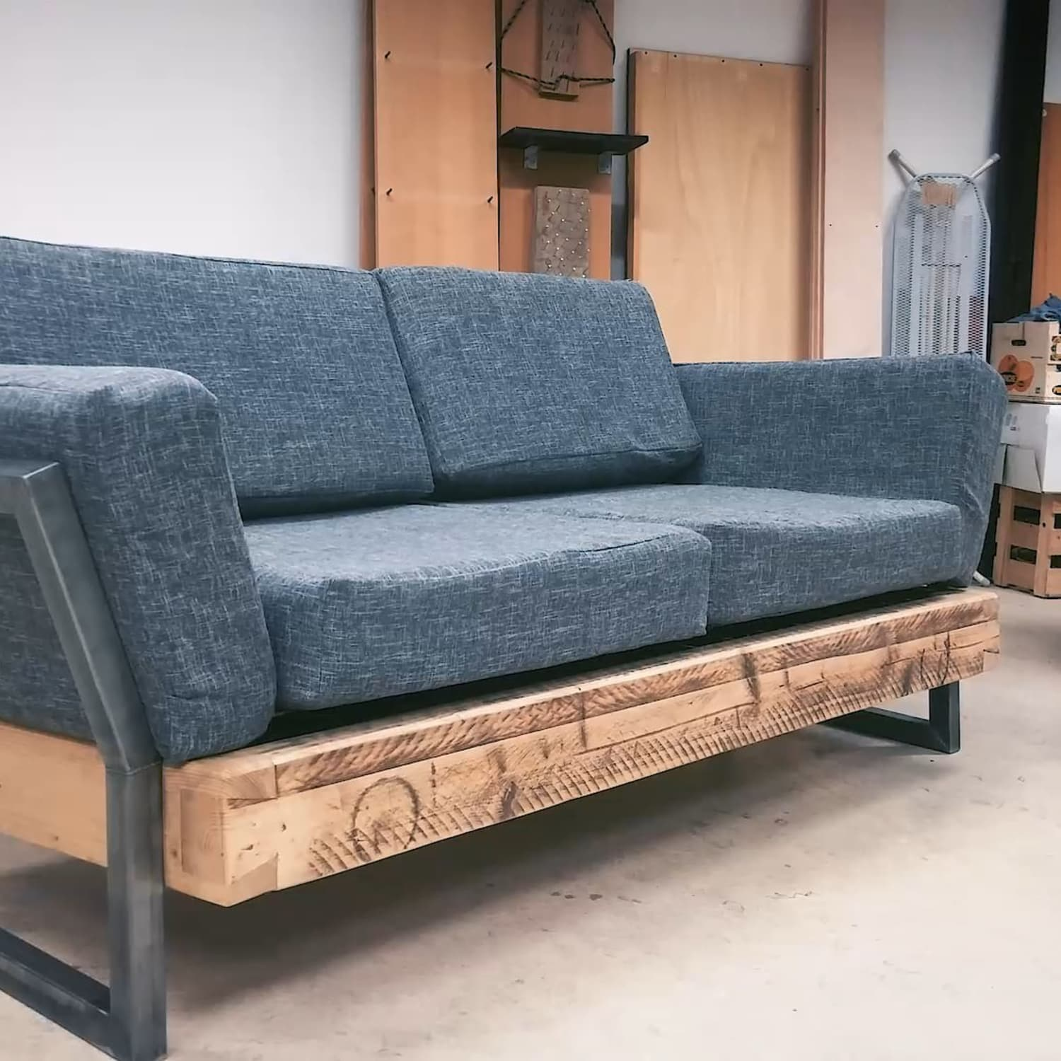 huge selection of 8a4db 0dc87 One Reddit User Built This DIY Reclaimed Sofa for $100 ...