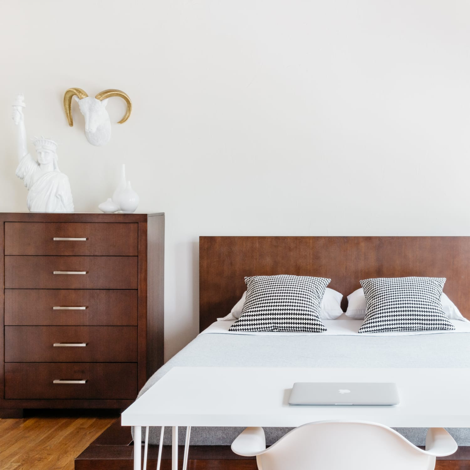 Minimalist Bedroom Ideas That Arent Boring Apartment