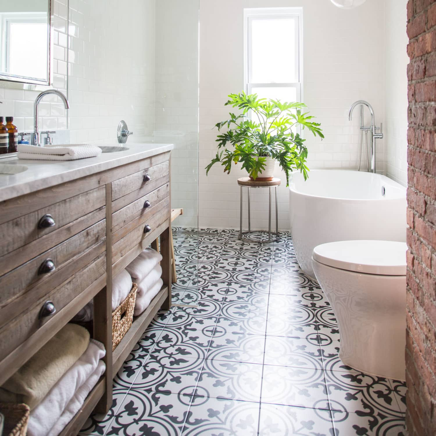 Walk In Shower Disadvantage - Pros and Cons | Apartment Therapy