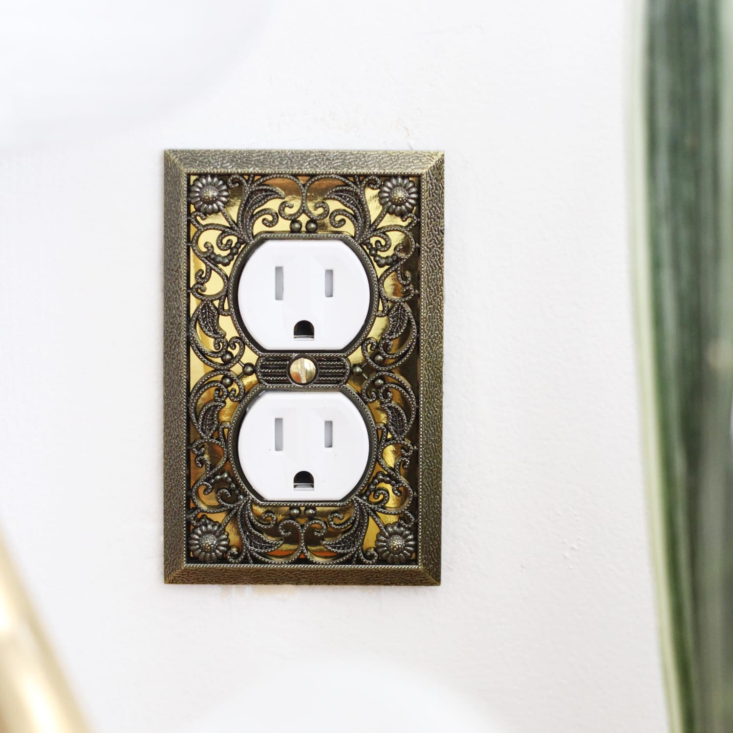 Change Electrical Outlet Color