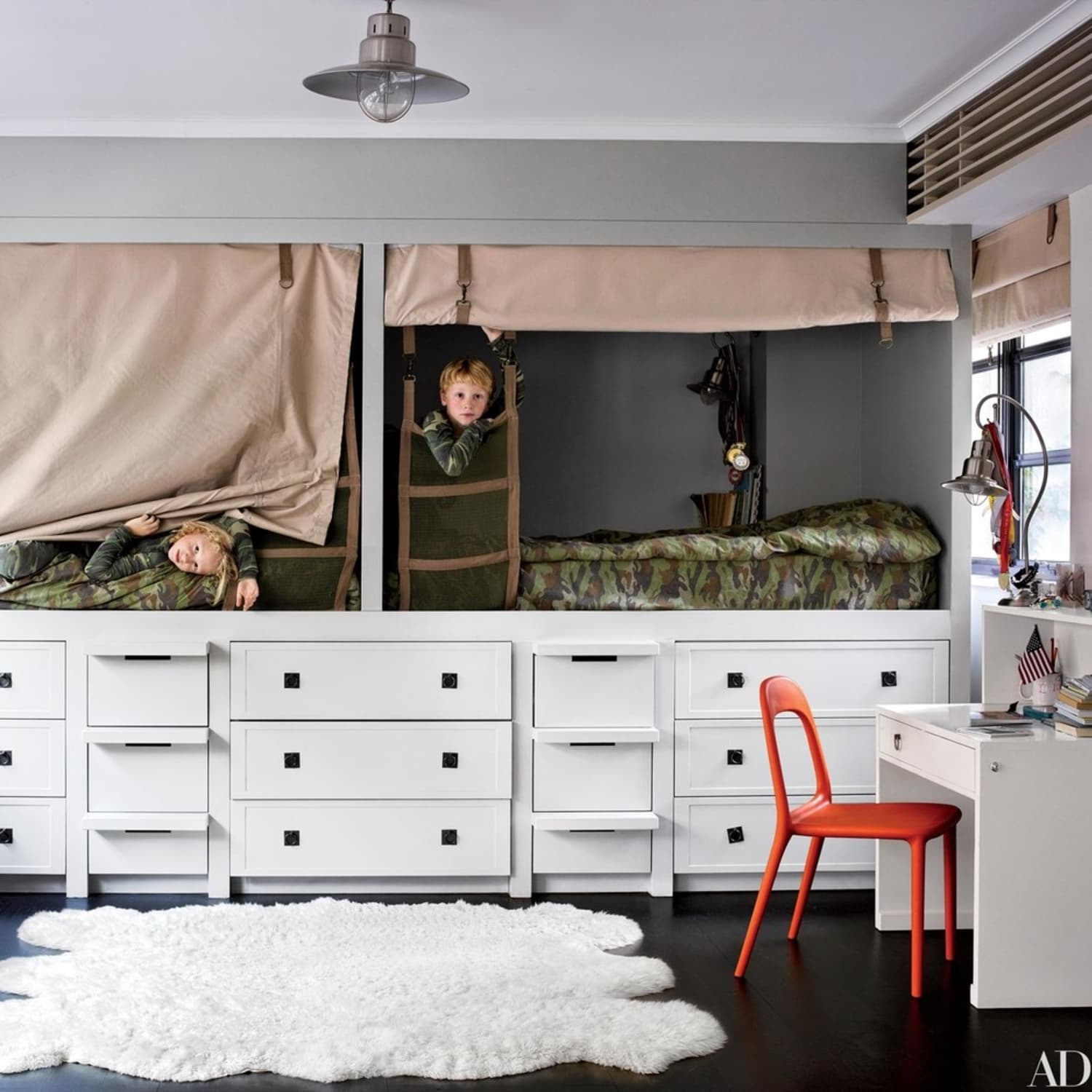 The Genius Small Bedroom Trick That Works For Kids U0026 Adults
