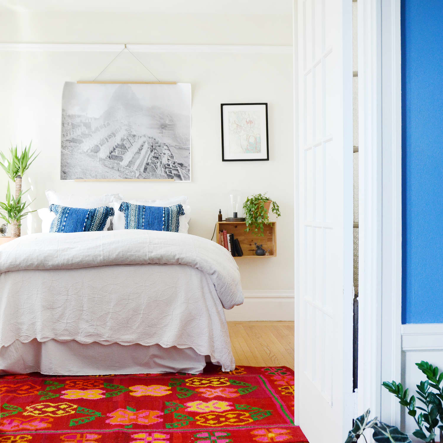 How To Arrange A Small Bedroom Small Bedroom Layout Apartment