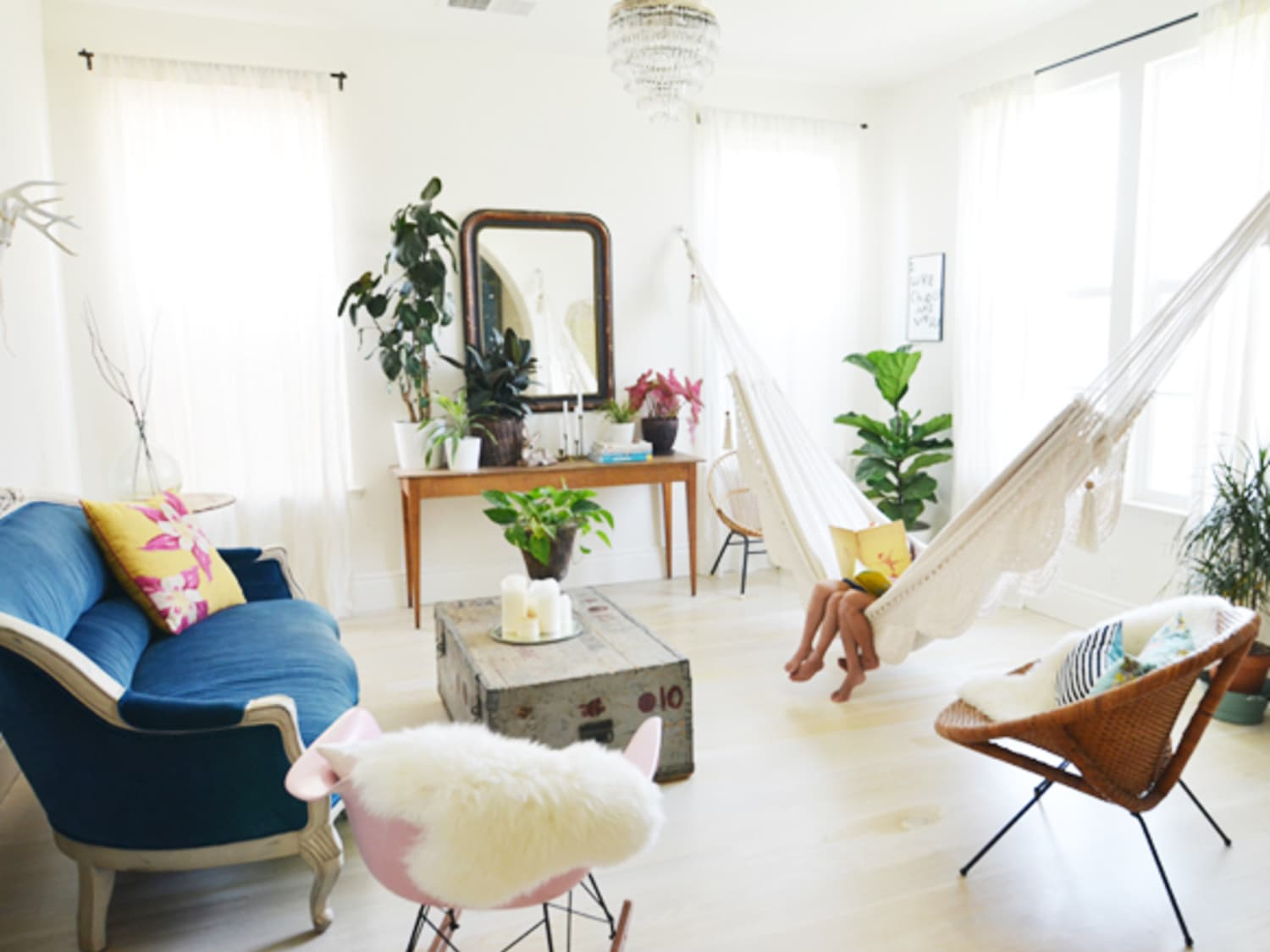 Bring the Outdoors In: Living Room Hammocks & Hanging Chairs ...