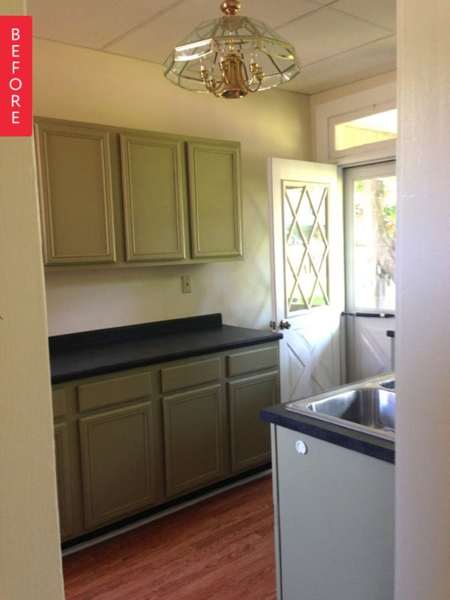 Before & After: Dour, Dated Kitchen Gets a New Lease on Life