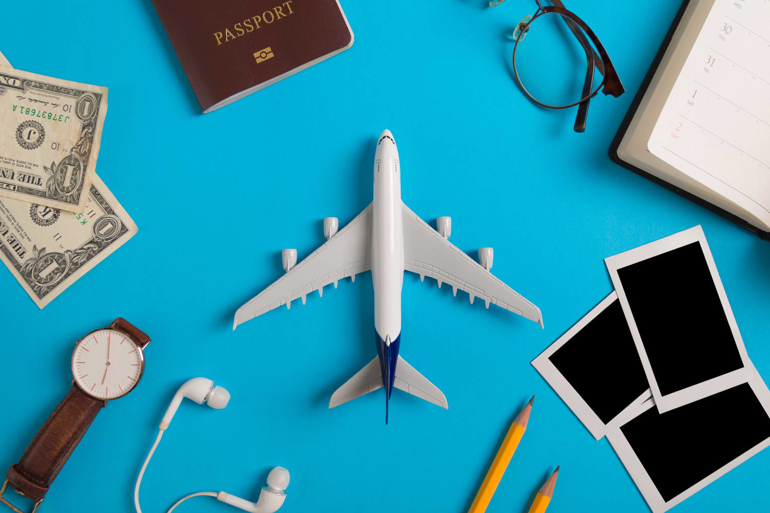 Heading Home (or Getting Away from It All!) for the Holidays? 8 Great Resources for Finding Cheaper Flights