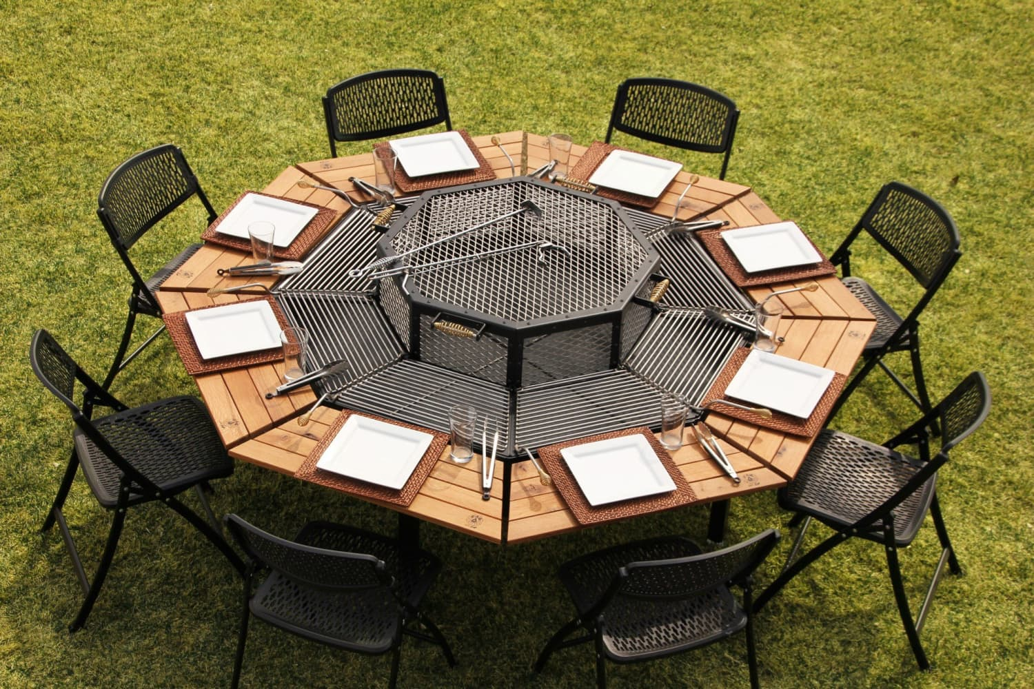 This Transforming Outdoor Table Is Also a Grill For 8