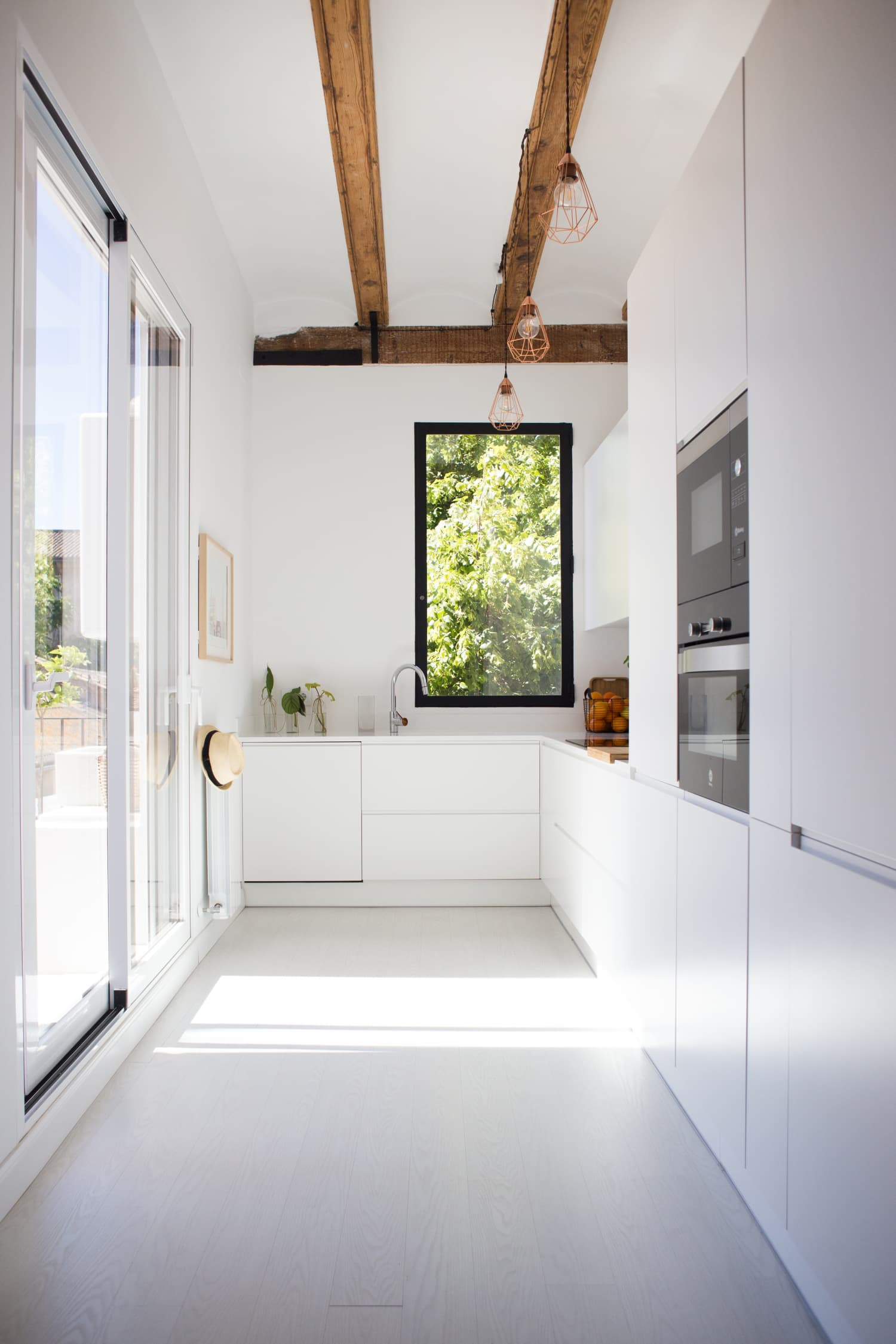 Modern Kitchens That Hide All the Ugly Kitchen Stuff Away