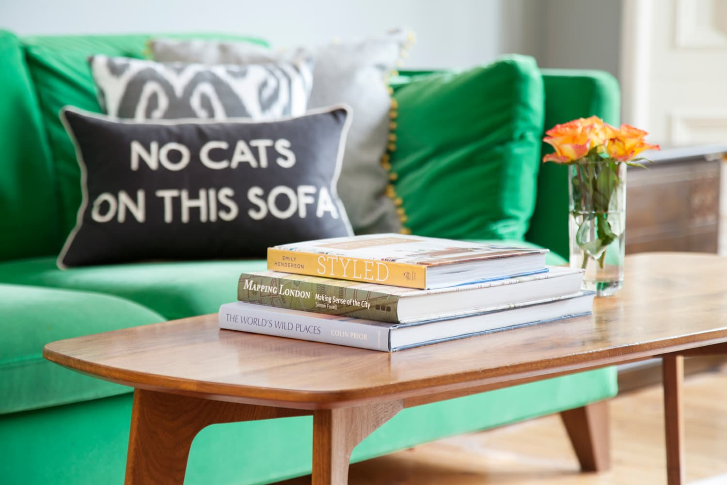I Bet You Can Tackle Your Cluttered Living Room in Just 20 Minutes, and Here's How
