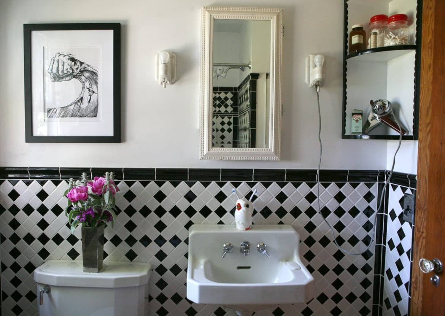 9 Real Bathrooms That Expertly Tackle a Lack of Storage