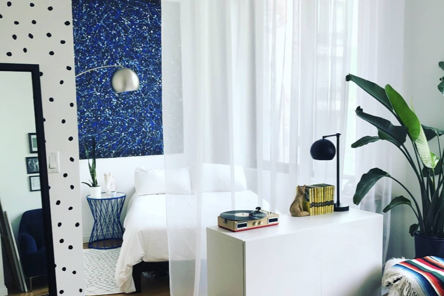 A 494-Square-Foot Studio Was Decorated on an Awesomely Small Budget
