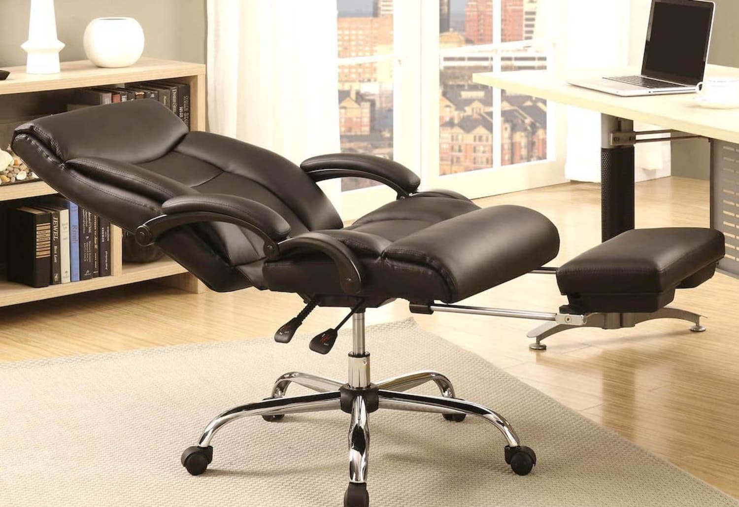 This Office Chair Will Let You Take a Comfortable Nap at Work