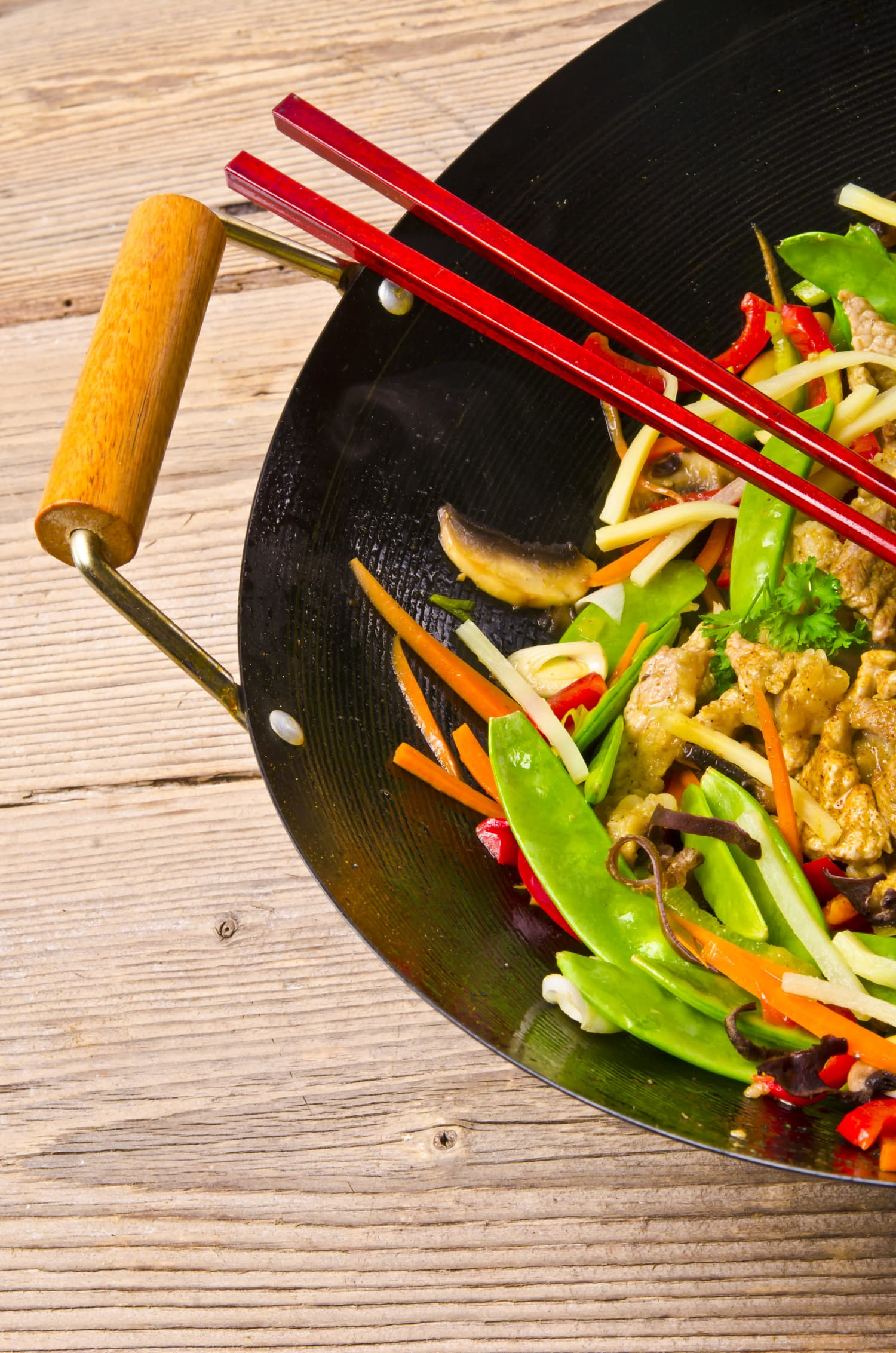 How To Buy and Season a New Wok