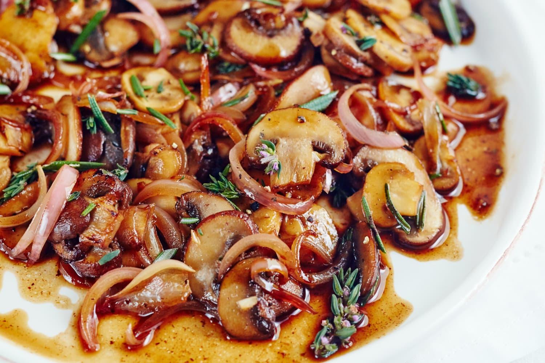 Recipe: 15-Minute Buttered Balsamic Mushrooms