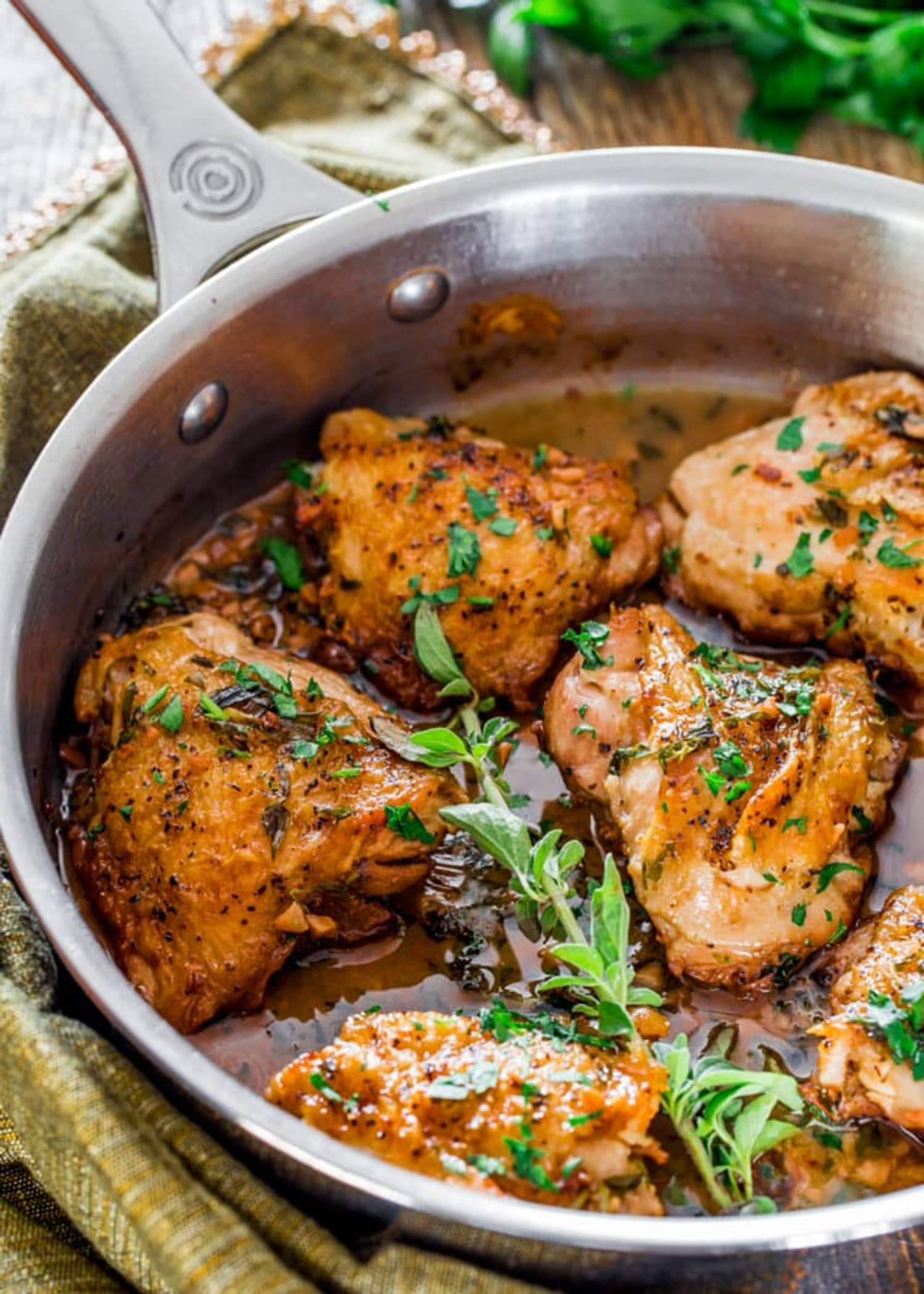 Chicken in Garlic and Herb Sauce Is a French-Inspired Dinner