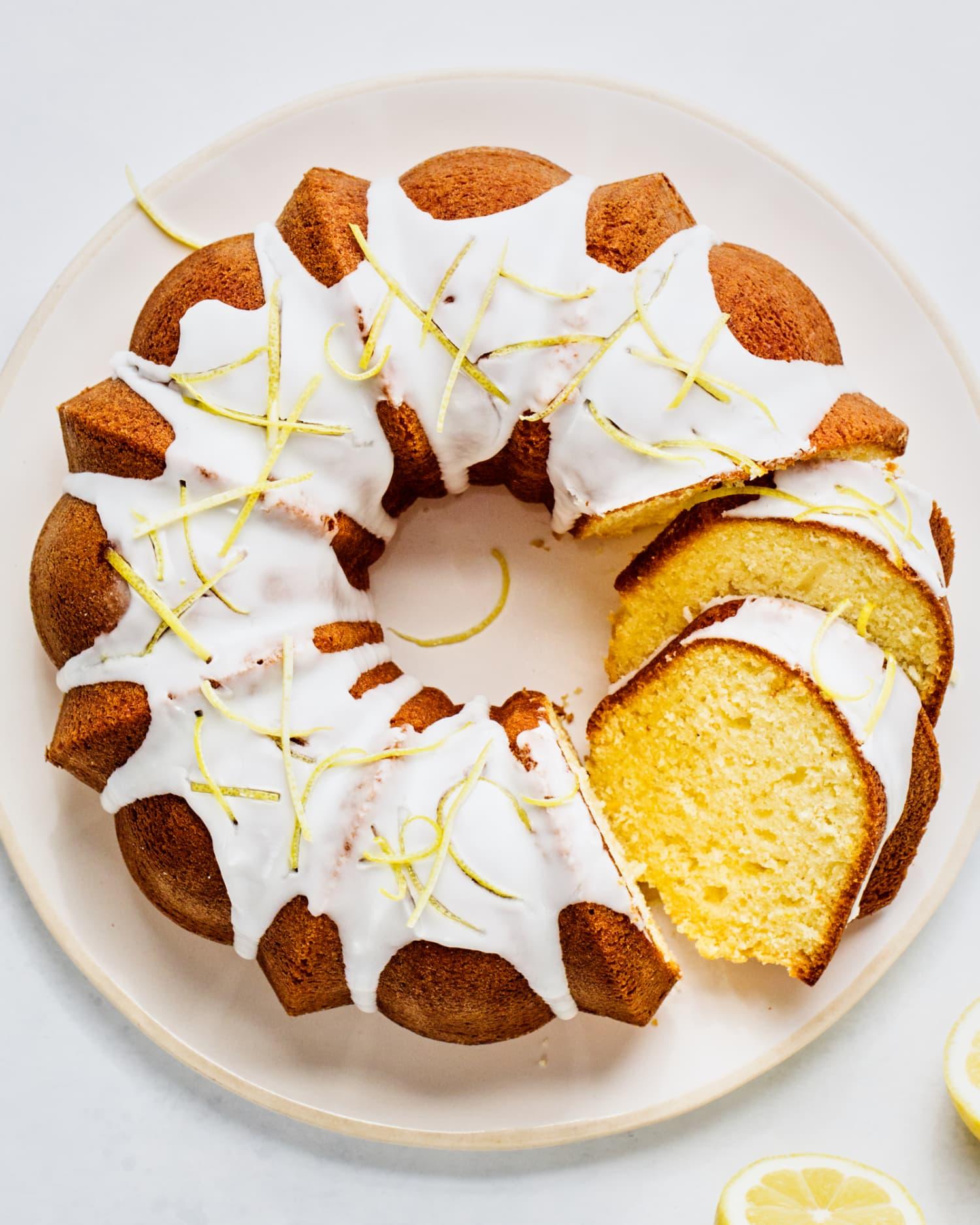 Recipe: Easy Lemon Bundt Cake with Fresh Lemon Glaze