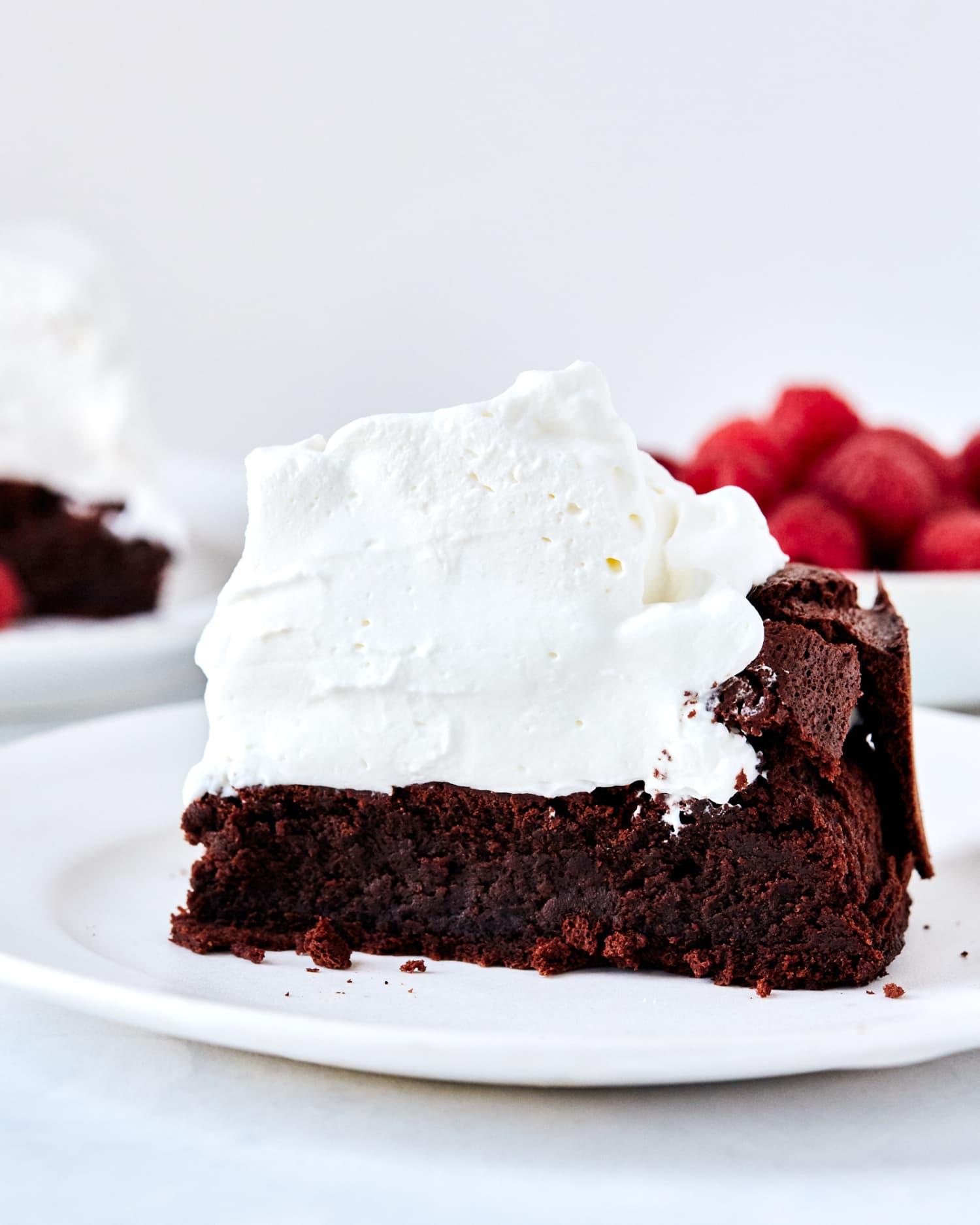 Recipe: 5-Ingredient Flourless Chocolate Cloud Cake