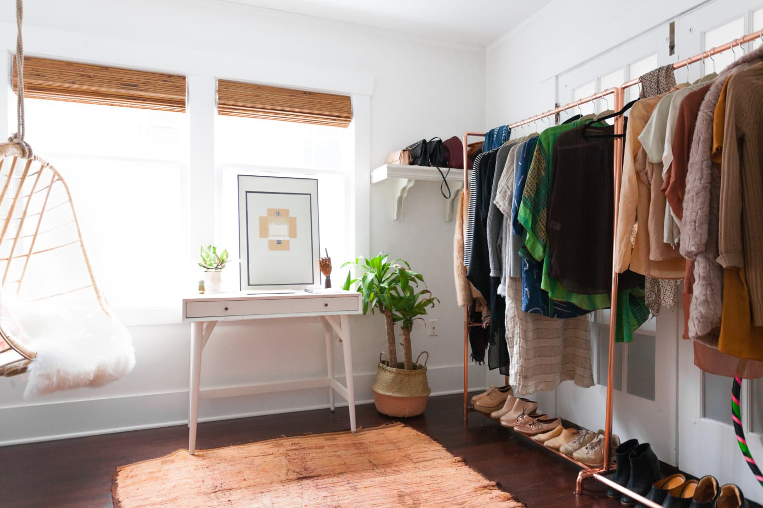 These 5 Questions Will Help You Declutter Any Space at Home
