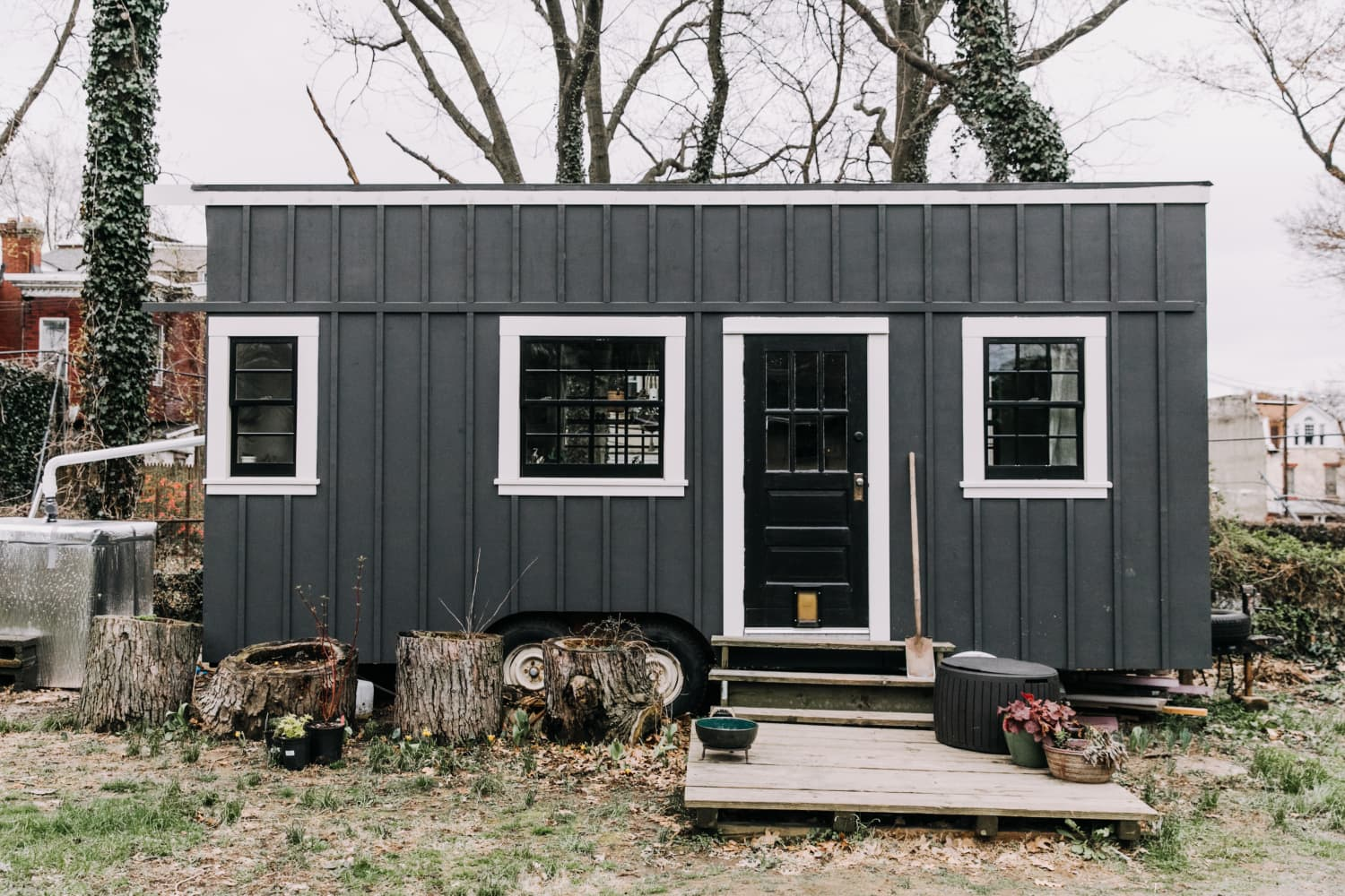 You Need to See These Tiny Houses Decorated for the Holidays