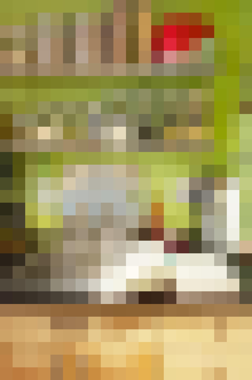 Lyn Huckabee's Colorful, Abundant Kitchen: gallery image 15