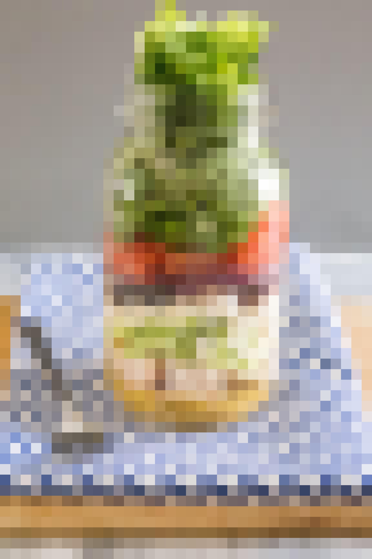 How To Make Greek Salad in a Jar: gallery image 1