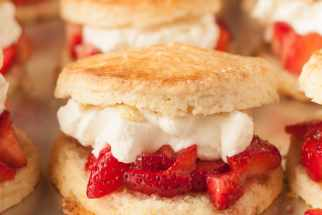 strawberry shortcake for a crowd for a party