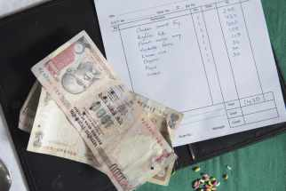 money and tipping in India