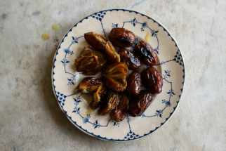 Broiled Saffron Dates