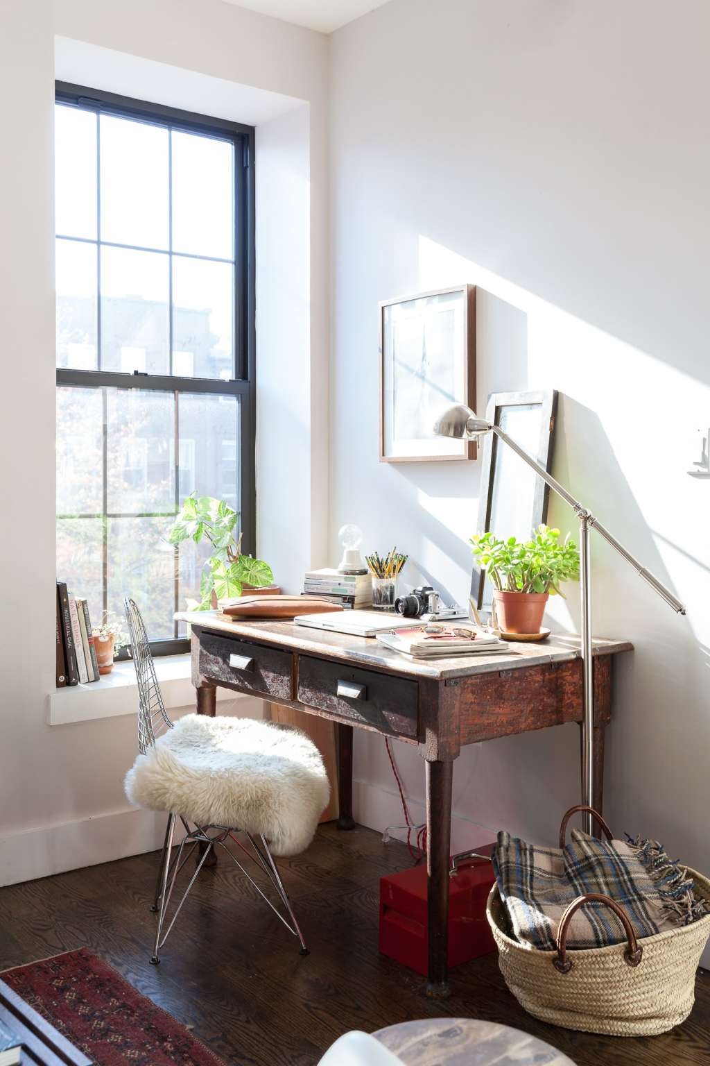 Real-Life Checklist: Creating a Perfect Compact Corner Home Office
