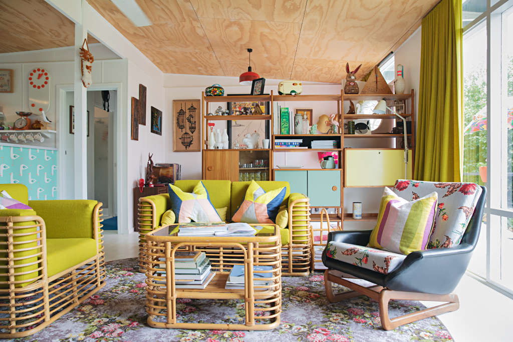 This Australian Retro Beachside Home Is Cute and Colorful