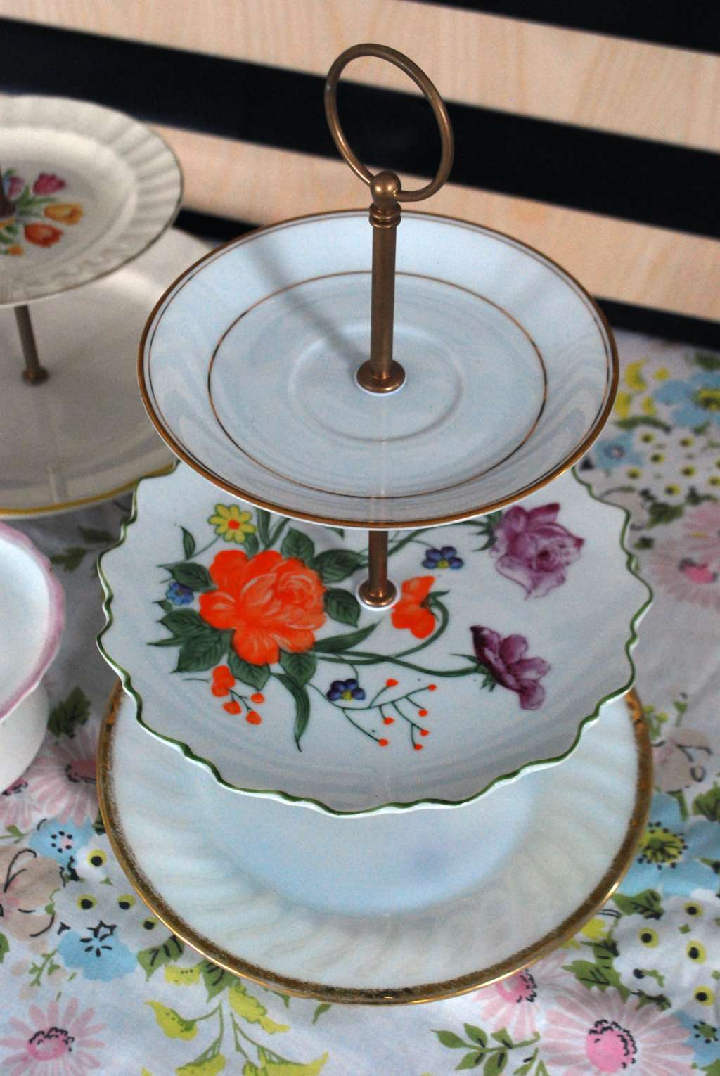 How To Make Your Own DIY Vintage Plate Tiered Dessert Stand