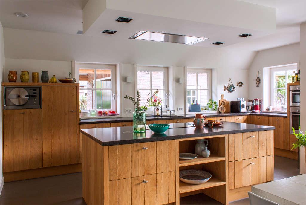 6 Modern Kitchens Rocking Natural Wood Cabinets
