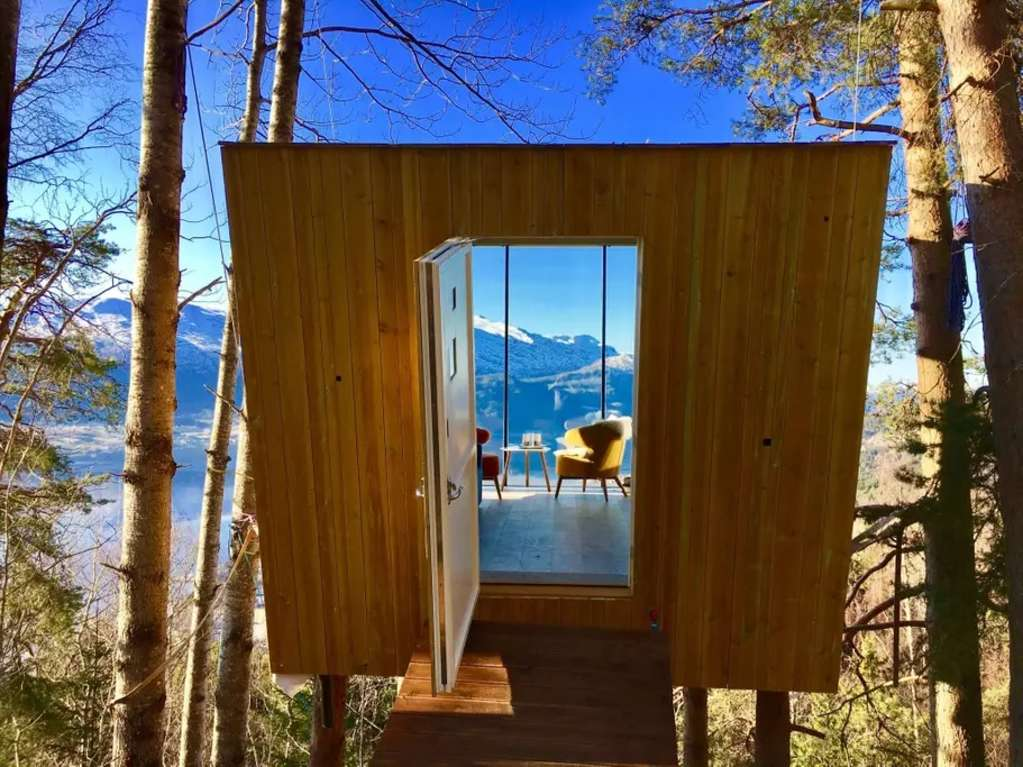 This Norwegian Tree House Is a Minimalist's Dream Come True