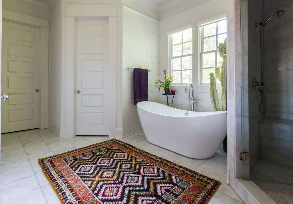 Look We Love Using Real Rugs In The Bathroom Apartment