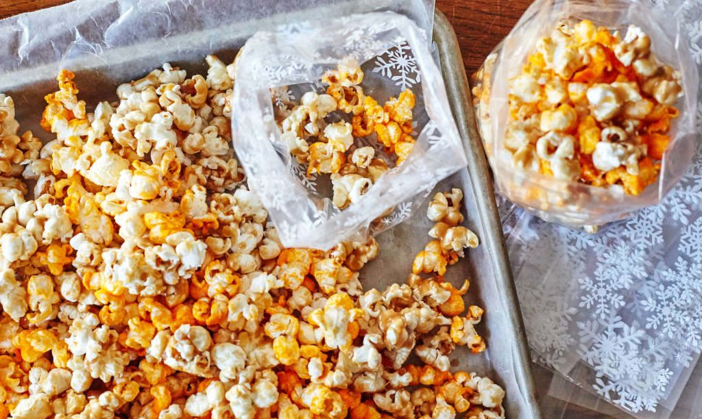 This Cheese & Caramel Popcorn Mix Is a Snack Power Duo