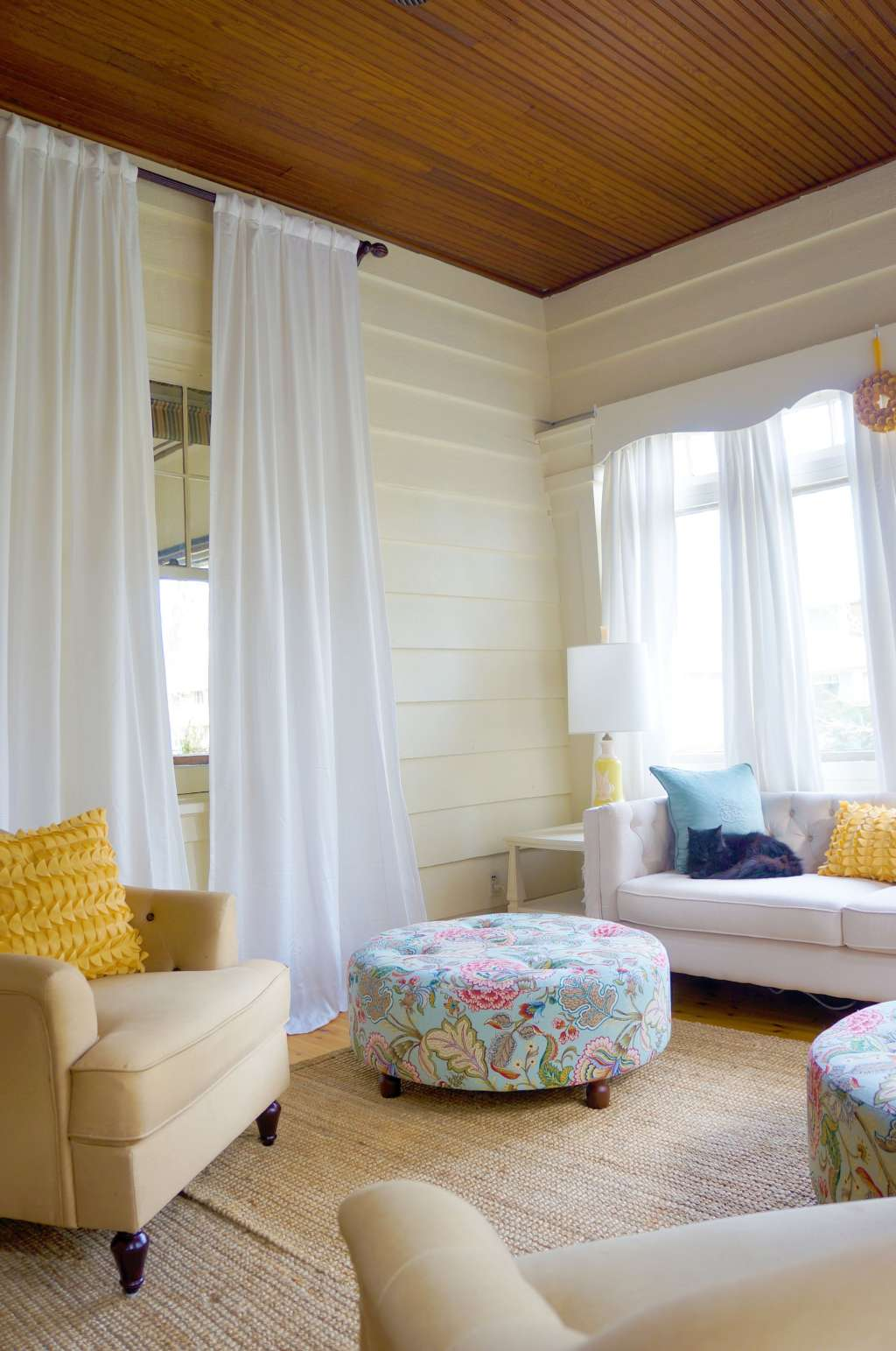 Master the Mix: 7 Secrets From Rooms That Both Soothe & Invigorate