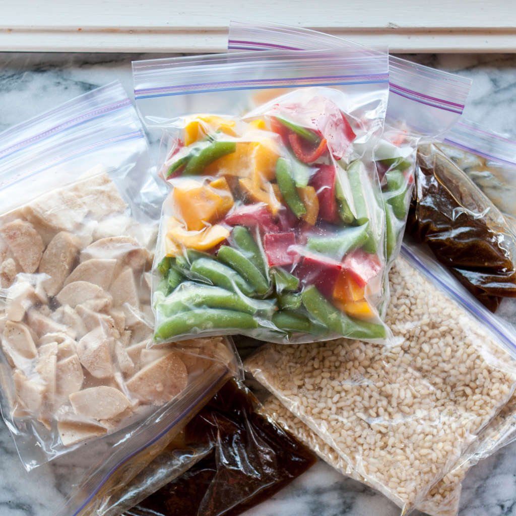 """Two Easy Hacks for """"Vacuum-Sealing"""" Bags Without a Vacuum Sealer"""