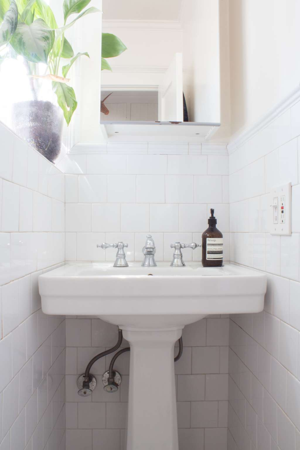 Inexpensive Ideas for Organizing a Small Bathroom
